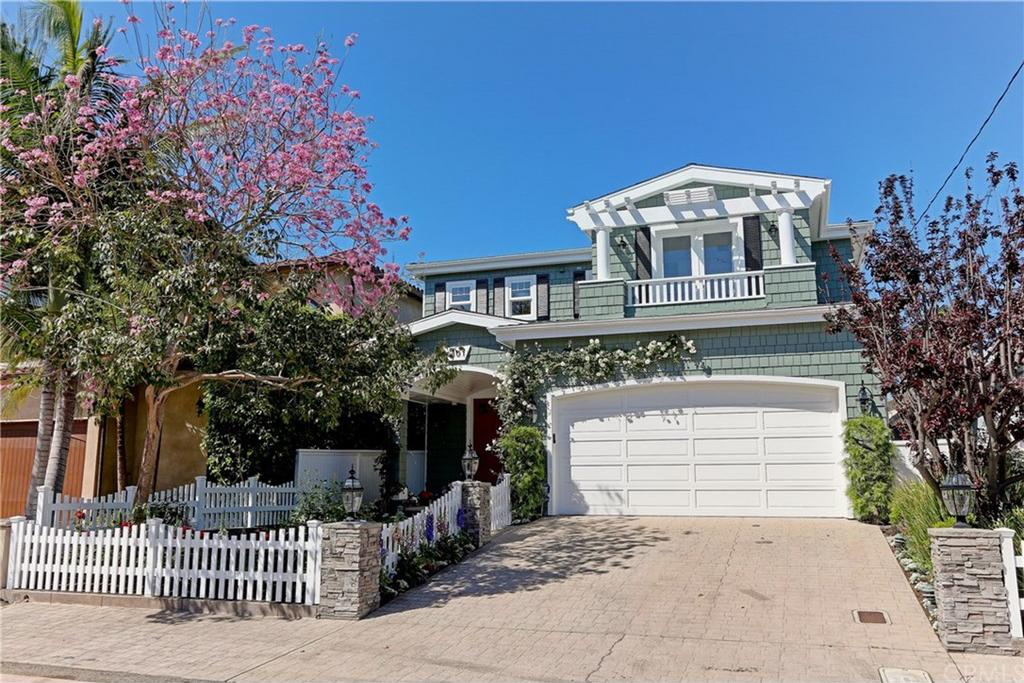 1301 Pine Avenue Manhattan Beach CA
